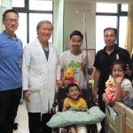 中國附醫國際醫療中心特別舉辦變裝國旗歡送會,宏福國際集團訓練醫師、義工們熱情參與。