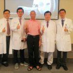 中國醫藥大學醫療團隊 「神波刀」療法幫患者治療後,黃先生不再為顫抖所苦。